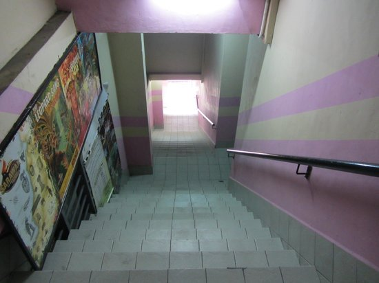 Saramo Hostel : lots of steps to the entrance