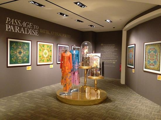 T Galleria by DFS, Singapore: batik exhibition