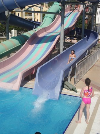 Grand Pasa Hotel: Water slides at pool side