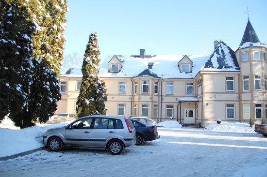 Dzintars Hotel: Hotel parking
