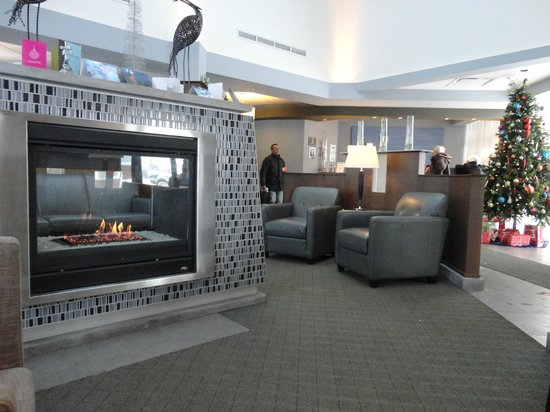 Holiday Inn Express Quebec City (Sainte-Foy):                   Lobby