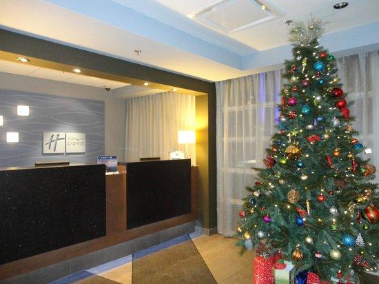 Holiday Inn Express Quebec City (Sainte-Foy):                   Lobby