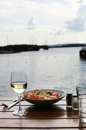 Dockside Cafe og Bar: A table by the sea, doesn't mean by a sea of people at Dockside