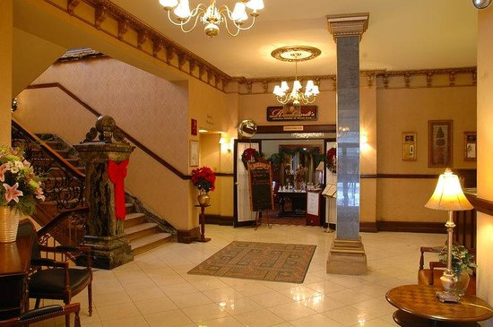 Hotel Senator Saskatoon: Lobby view