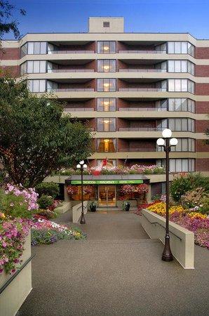 Victoria Regent Hotel: Front Entrance - Gardens