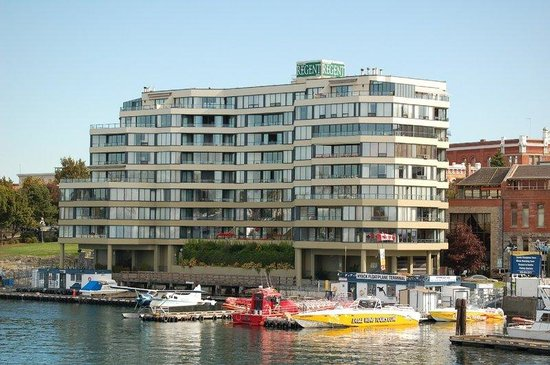 Victoria Regent Hotel: Hotel From Harbour