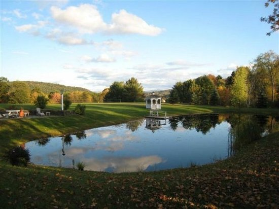 Inn at Clearwater Pond: Peaceful tranquility at pond's edge