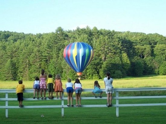 Inn at Clearwater Pond: Hot air balloon flights lift off from the backyard