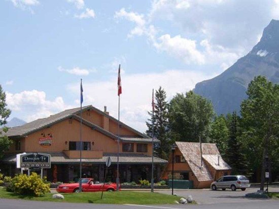 Douglas Fir Resort & Chalets: Exterior View