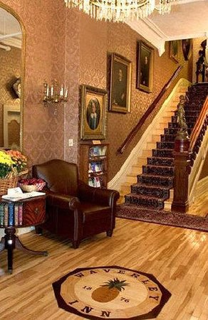 Waverley Inn: Grand Staircase