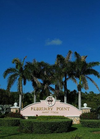 February Point Resort: Front Entrance