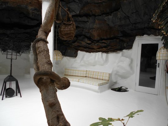 Fundación Cesar Manrique : One of the rooms created within a lava bubble