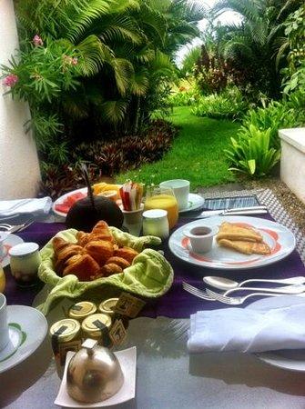 Sofitel So Mauritius:                   завтрак в раю