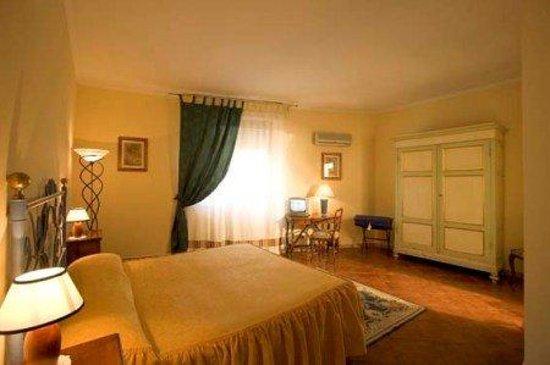 Hotel Alex : Triple Room