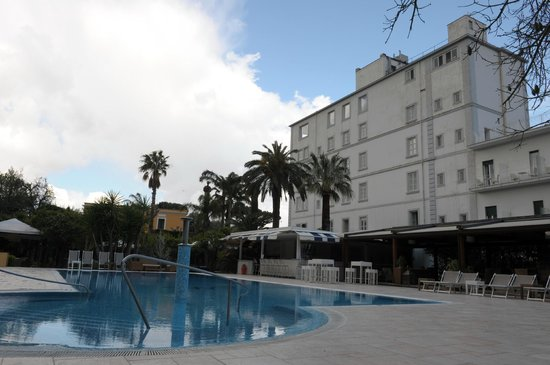 Hotel Mediterraneo Sorrento: Large Pool