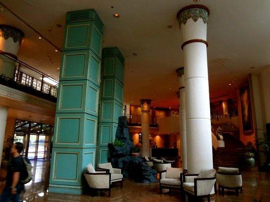 Le Meridien Jakarta: the lobby area