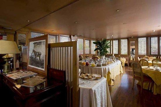 Polo Hotel: Restaurant 4