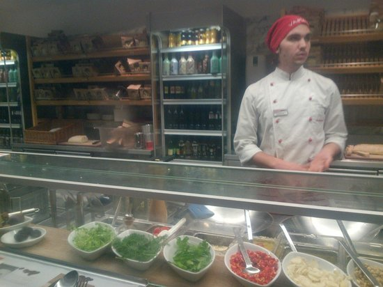 Vapiano: The chef in pasta section