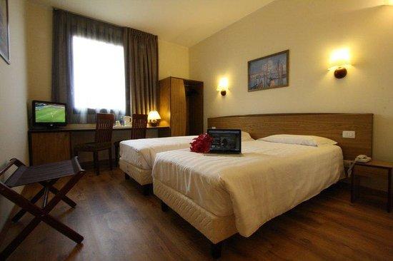 Tulip Inn Padova: TI_046352_Room Twin