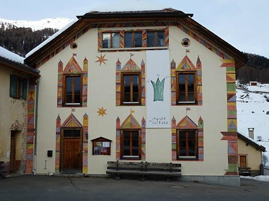 Hotel Central La Fainera: Schmuckes Haus in Tschierv nahe Valchava