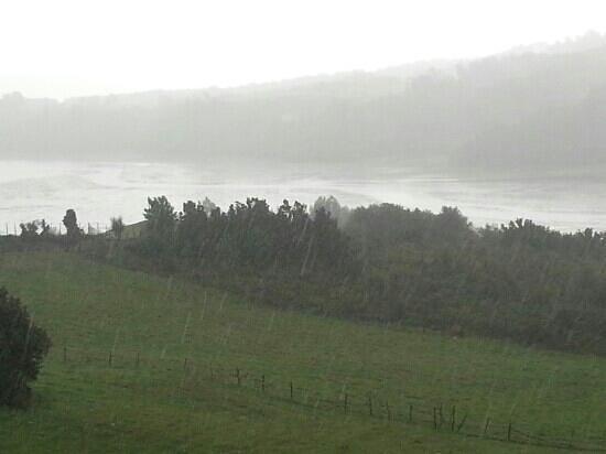 Isla de Chiloé, Chile: día de lluvia, río oqueldan, Quellon - Chiloe