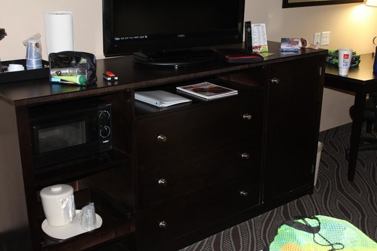 Holiday Inn Express & Suites Havelock: Room 115. TV Cabinet has small microwave and fridge