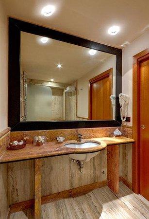 เรซิเดนซาโรมาเซนโตร: Bathroom