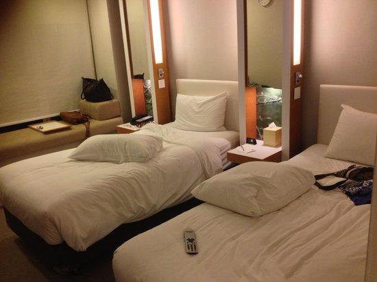 Hotel Jen Hong Kong :                   our room