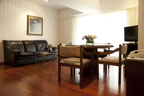 Feirs Park Hotel: Living suite Embajador
