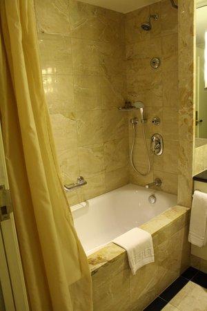 Sheraton Warsaw Hotel: Bagno