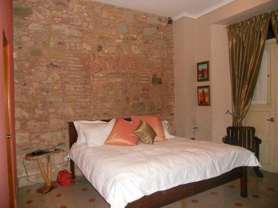 Los Cuatro Tulipanes:                   Master bedroom                 