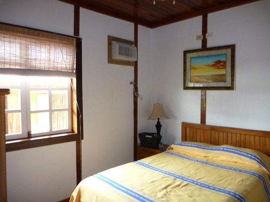 Hotel Lula's Bed and Breakfast: smaller room