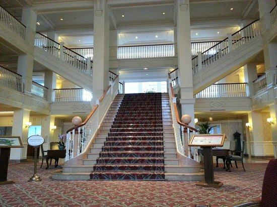 فندق ديزني لاند: Le hall d'entrée de l'hôtel