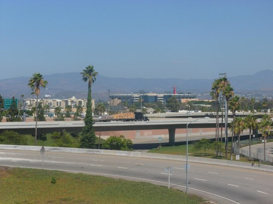 The Comfort Inn & Suites Anaheim, Disneyland Resort : View towards the Angels Stadium