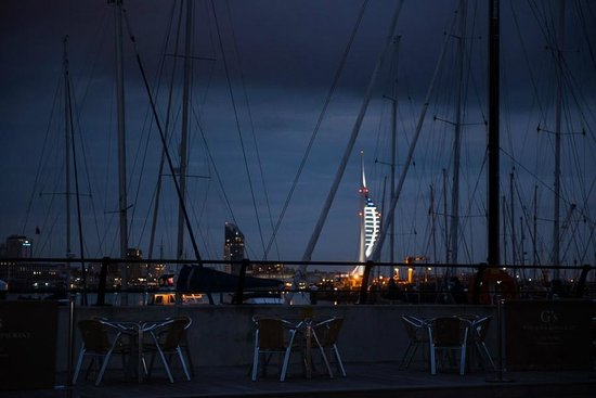 G's Wine Bar and Restaurant:                   View over to Portsmouth
