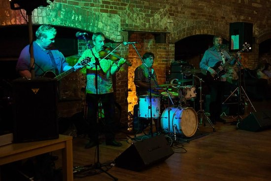 G's Wine Bar and Restaurant:                   The Band
