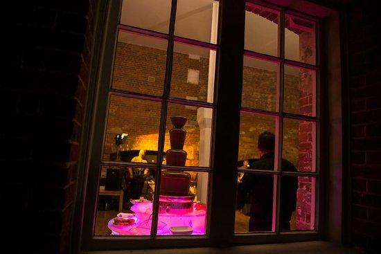 G's Wine Bar and Restaurant:                   After dark
