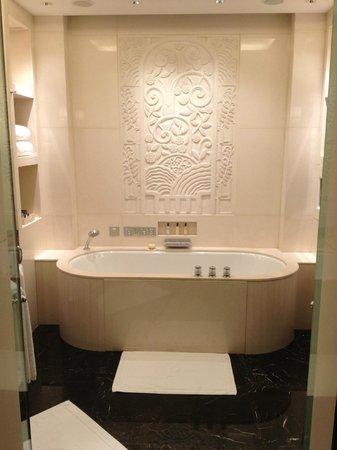 เดอะ เพนนินซูลา เซี่ยงไฮ้: Bathroom