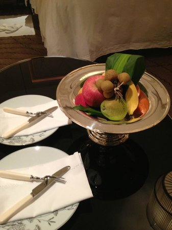 The Peninsula Shanghai: Fresh fruit welcomed us every day