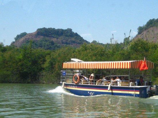Shaoguan Danxia Mountain Geopark:                   Boat cruise