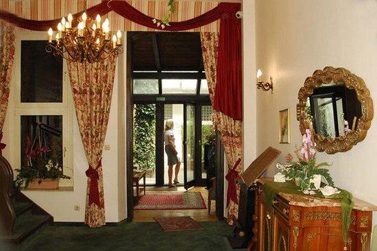Hotel Am Josephsplatz: Lobby View