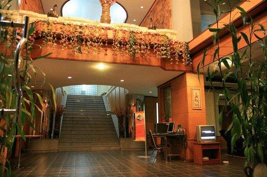 Phatad Valley Hotel:                   ฟร้อน