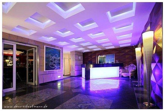 avidon art design hotel d sseldorf almanya otel. Black Bedroom Furniture Sets. Home Design Ideas