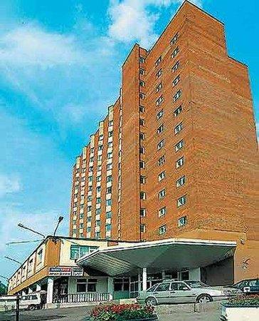Aliot Hotel: Exterior