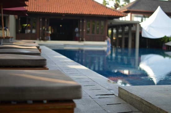 Bali Niksoma Boutique Beach Resort: プールサイド