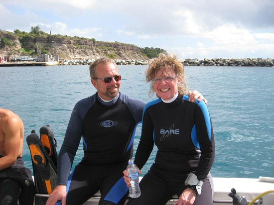 Scubaqua Dive Center:                   Peter en Ria bedanken Scuba dive centre voor een mooie week !!!