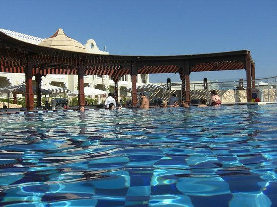 Sunrise Grand Select Arabian Beach Resort:                   Approaching the Pool Bar