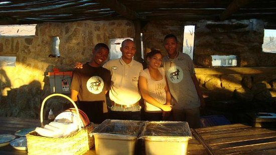 !Khwa ttu: Staff that helped with the food and bar