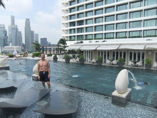 The pool picture of mandarin oriental singapore - Marina mandarin singapore swimming pool ...