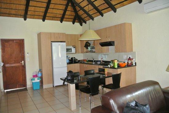 Ngwenya Lodge:                   Küchenbereich